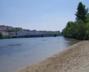 lieux de rencontre plan cul a Lyon sur une plage en bord de Rhone
